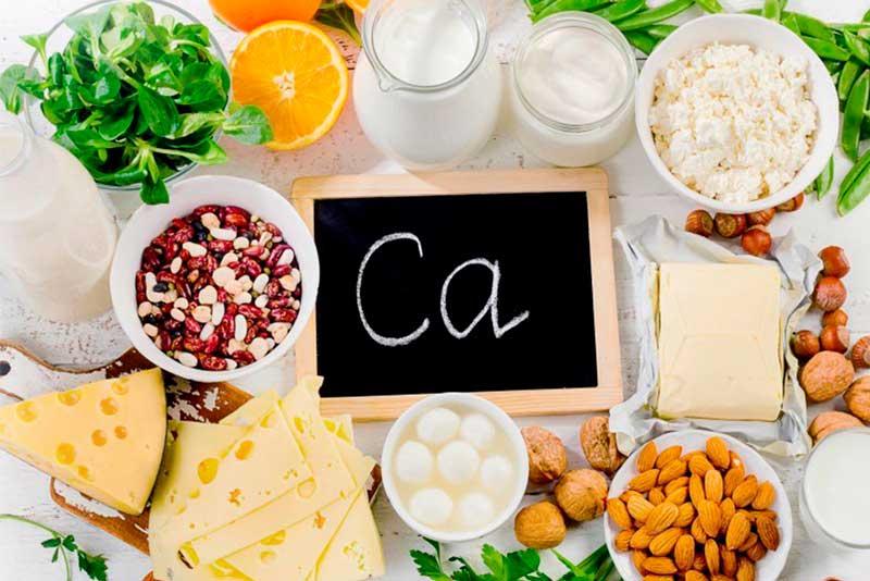 Источники кальция: молочные продукты, орехи, зелень.
